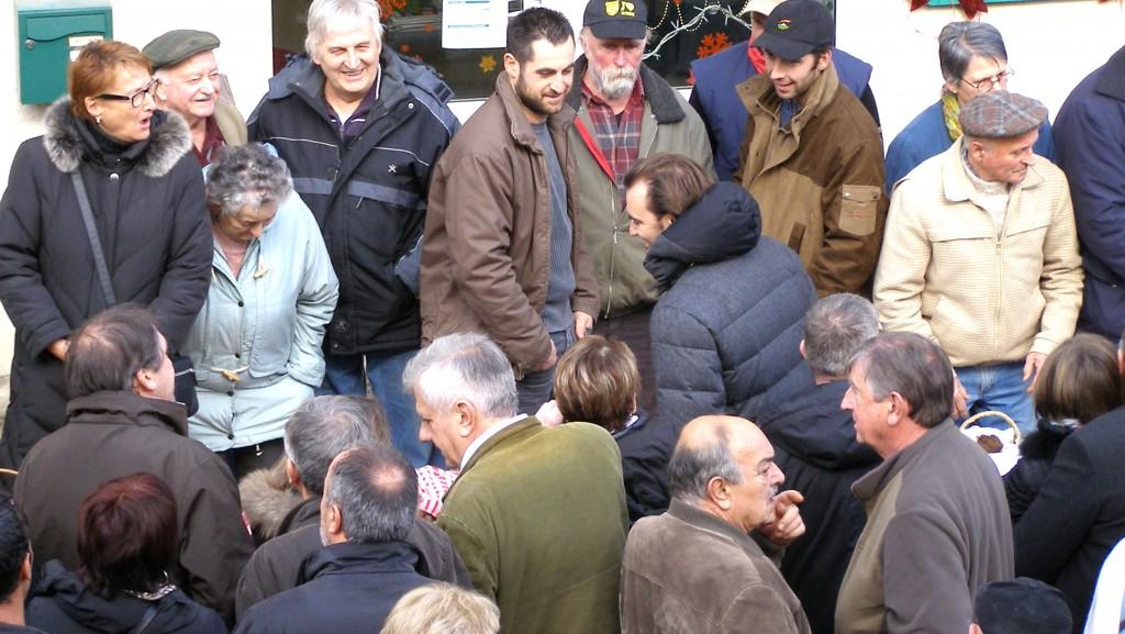 Cyril Lignac au marché aux truffes de Lalbenque