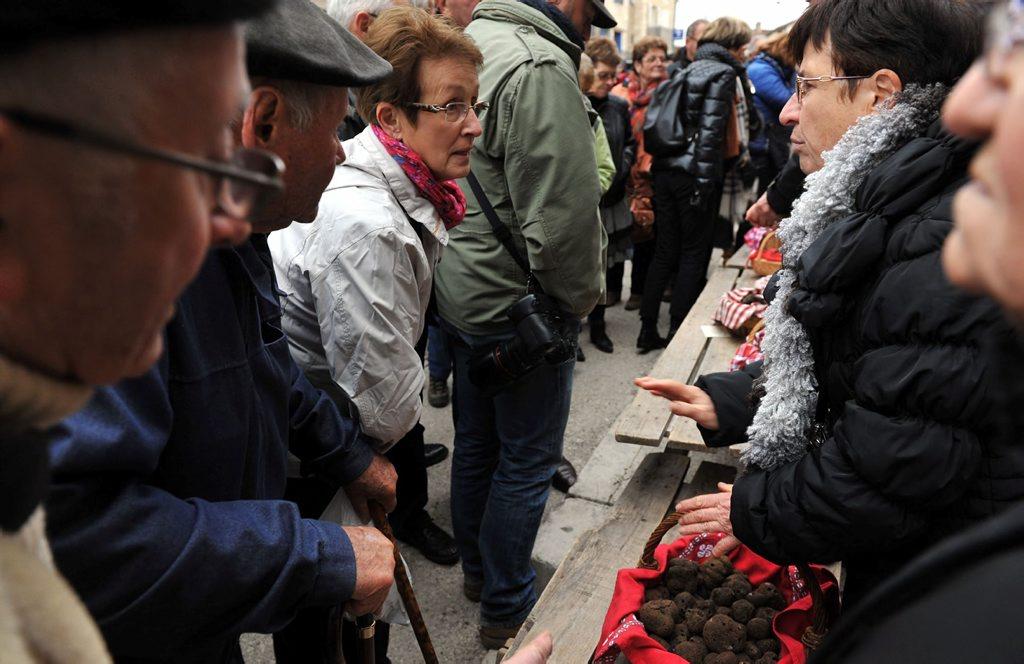 DDM MARC SALVET PREMIER MARCHE AUX TRUFFES DE LALBENQUE OUVERTURE D